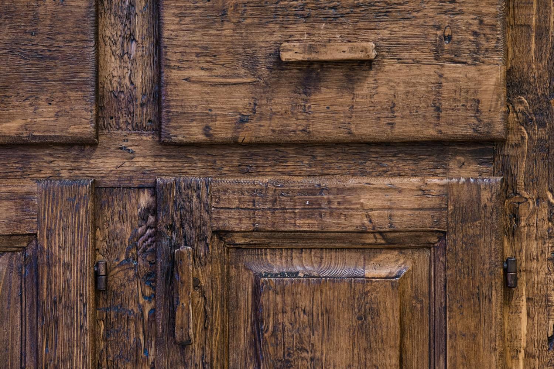 Közézáródó fiókok, csukódó ajtók